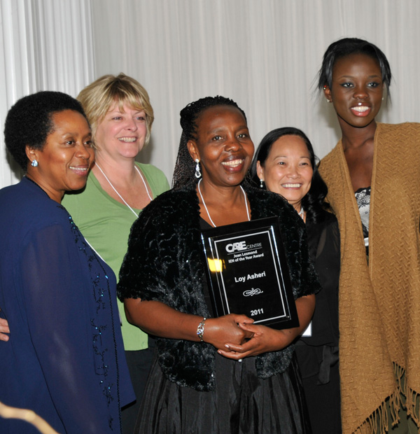Loy Asheri recieving the 2011 Joan Lesmond IEN of the Year Award